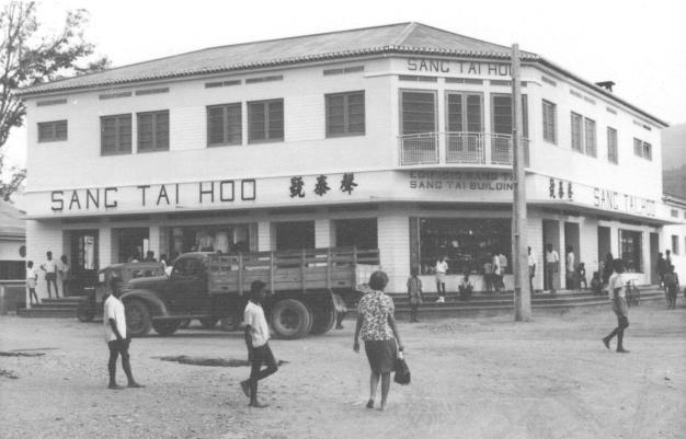 A chegada ao Sang Tai Hoo que com o Lai Saying, eram os mais importantes comerciantes da cidade.