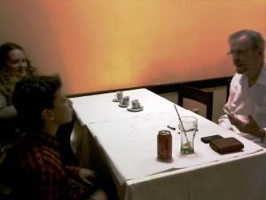 Di e sua mãe D. Maria do Céu, num canto do restaurante.